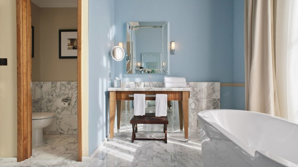 lonpr-bathroom-0172-hor-wide